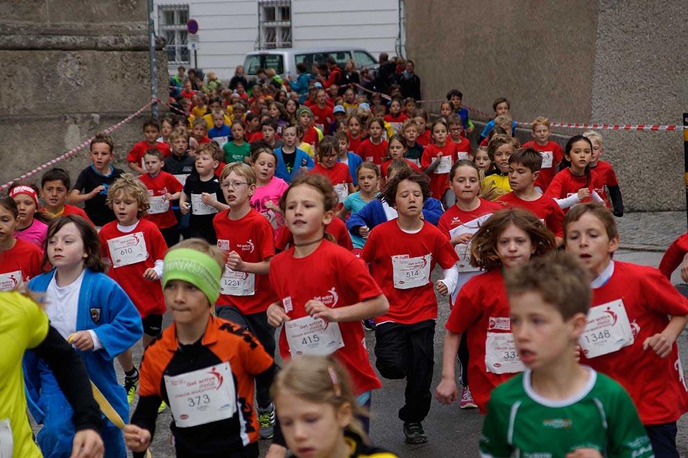 Die Begeisterung und Einsatzfreude ist den Kindern bei eigenen Kinderläufen über geringe Distanzen immer deutlich ablesbar. © Salzburg Marathon / Uwe Brandl