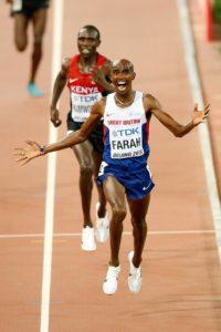 Mo Farah konnte sich bei den Weltmeisterschaften in Peking im 10.000m-Lauf knapp gegen Geoffrey Kamworor behaupten. © getty images for IAAF