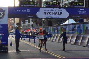 Molly Huddle und Joyce Chepkirui lieferten sich in den Straßen von New York einen wahren Krimi. © New York City Halbmarathon