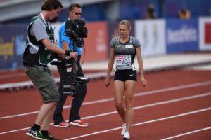 Yuliya Stepanova bei den Europameisterschaften in Amsterdam, als sie den Vorlauf aufgrund einer Verletzung abbrechen musste. © Getty Images